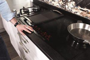 Sửa bếp từ Electrolux uy tín tại quận Tây Hồ